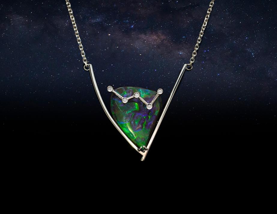 Aurora pendant in 14k white gold, diamonds and ammolite.